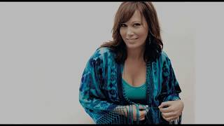 Watch Suzy Bogguss Cross My Broken Heart video