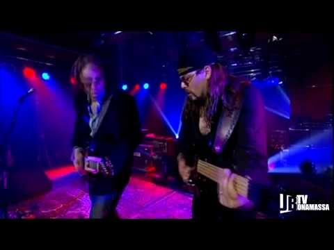 Joe Bonamassa - Takin The Hit