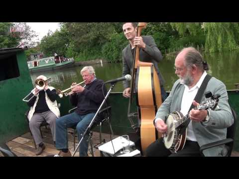 Lew's News Extra - Diamond Jubilee Celebrations at Grand Western Canal Tow Path Party