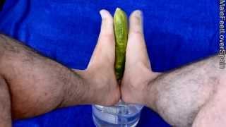 "HD - Footjob - ""cum"" included - My feet massaging your ""cucumber"" - Mis pies masajeando tu ""pepino"""
