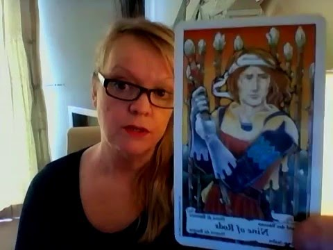 YOU FEEL INFERIOR?  Tarot Aquarius in love for APRIL 2016, with PENDULUL clarification.