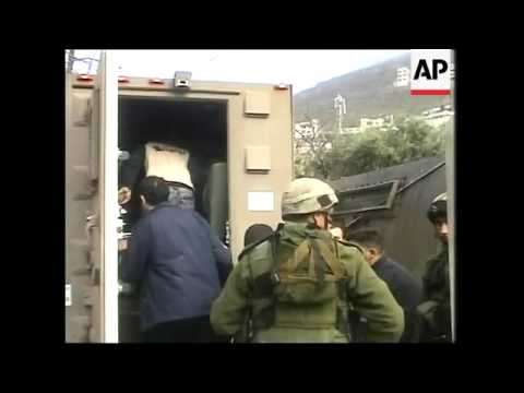 Israeli army raids Nablus, arresting at least 7 people, wounding 2, clashes