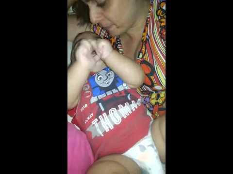 Bebê Matheus reclamando para a mamãe no seu 1º dia de trabalho