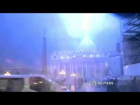 Lightning hits Vatican as Pope Benedict announces resignation