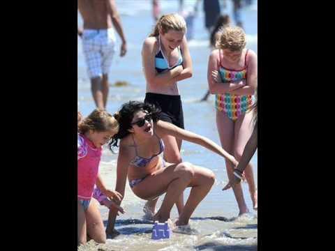 Selena Gomez beach pictures thumbnail