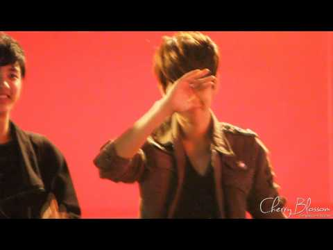 [FANCAM] 120430 FANSIGNING Baekhyun focused