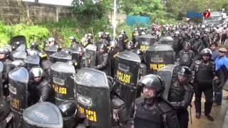 Kilas7 TV Batam - Pukul Mundur Warga, Polisi Tembakan Gas Air Mata