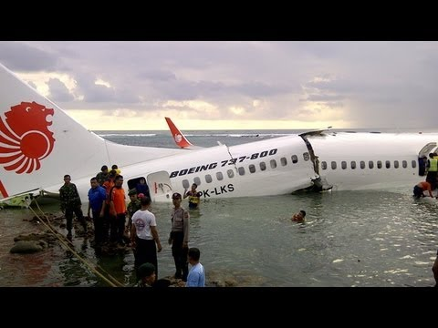 Bali Plane Crash 2013: : 22 Passengers Hurt After Lion Air Crashes Into Sea
