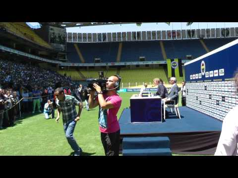 The presentation of Dirk Kuyt at Fenerbahçe
