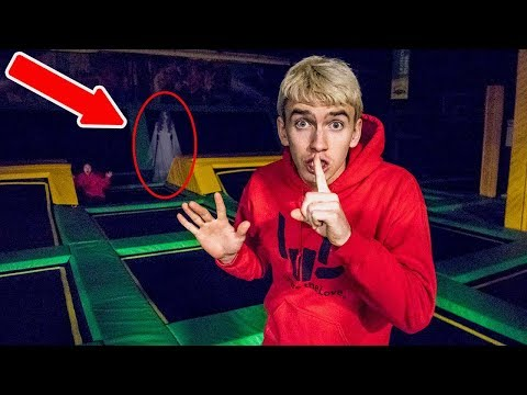 EXPLORING TRAMPOLINE PARK AT NIGHT!!