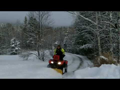 HONDA RANCHER 420: Snow plowing review