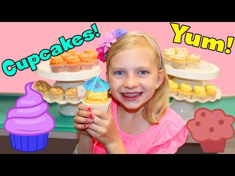 CUPCAKES & FROSTING FUN BAKERY VISIT! thumbnail