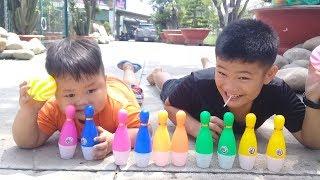 Đồ chơi trẻ em bé pin bowling vui nhộn  ❤ PinPin TV ❤ Baby toys bowling fun