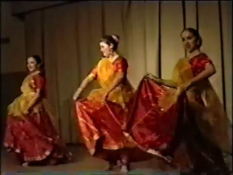 Tuti Baju Band Ri Loom Rajasthani Folk Dance Tarang Moscow