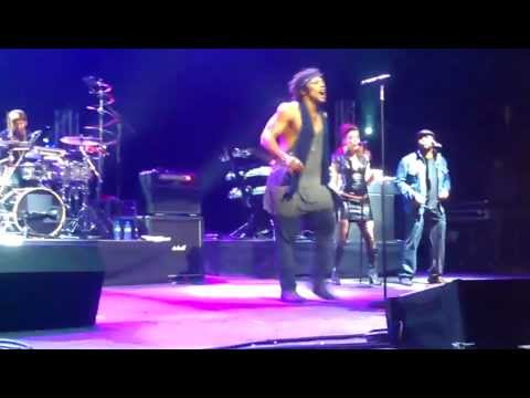 D'Angelo&The Testimony - Freestyle Session (Live at Brixton Academy, London. 3rd February 2012)