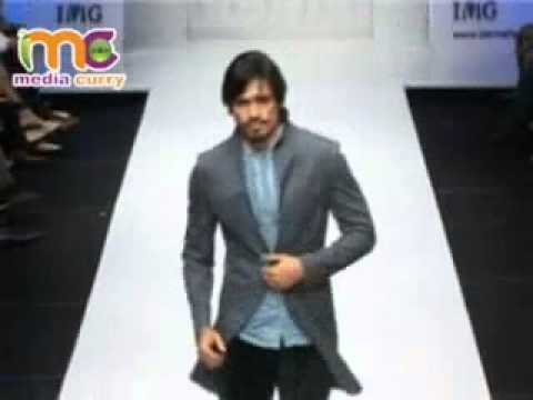 John Abraham Marches For Narendra Kumar At LIFW 2007