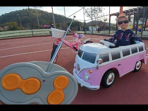 Otobüs at olup şahlandı ::)) otobüs ve bisiklet ile parkta oynuyoruz. eğlenceli çocuk videosu