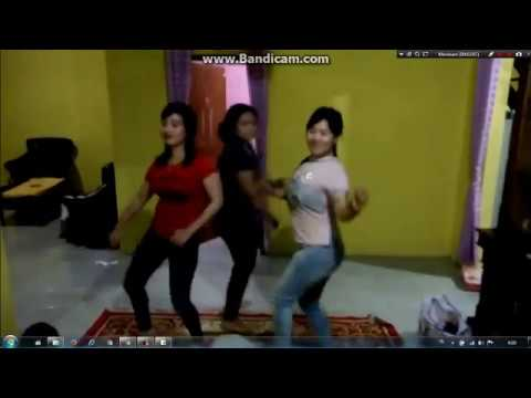 tiga janda sexy dan cantik goyang hot music dj....!!!! thumbnail