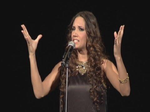 India Martínez canta una saeta en la Gala de El Llamador