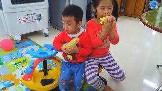 Gia Linh và em Cò ăn Ngô luộc chơi Cầu trượt Xích đu