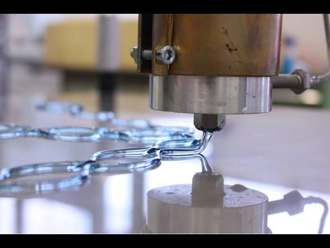 Zuckerguss mit Industrieroboter kreativ dosieren