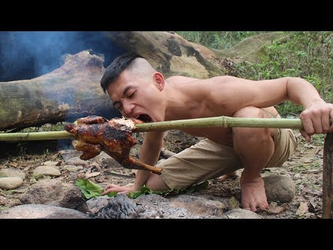 Primitive Technology: Simple chicken trap in the forest and delicious grilled   Survival skills