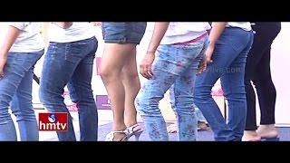 Two Girls Denied Entry on United Flight for Wearing Leggings | Jordar News