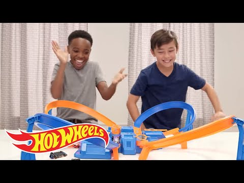 Criss Cross Crash Challenge | Challenge Accepted | Hot Wheels