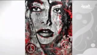 الفنانة سوزان ناصيف ترسم بورتريهات في معرضها