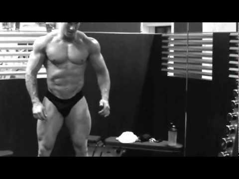 Bubble butt alert ! Very hot german bodybuilder. Anfang Juli 2010