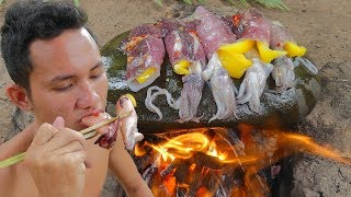 Primitive Technology: Cooking Squid on the Rock Eating Delicious