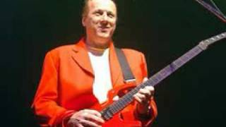 Watch Adrian Belew The War In The Gulf Between Us video