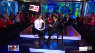 Dr Oz Gives Piers Morgan Gets A Flu Vaccination Shot Live On CNN