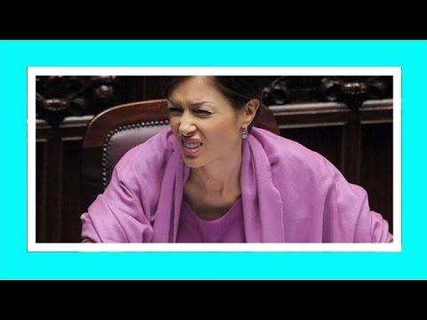 Mara Carfagna pretende le scuse da Neri Marcoré