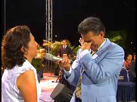 Desaparecio la joroba de Maria Eugenia en Noches de Gloria Acapulco, Mexico.