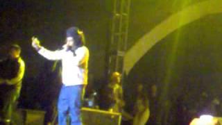 Watch Tego Calderon Ella Se Entrega Cuando Baila Reggaeton video