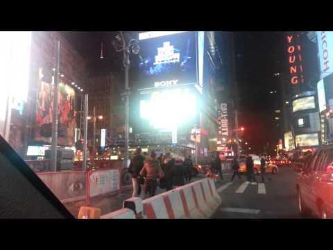 Manejando por El Centro del Universo, Times Square