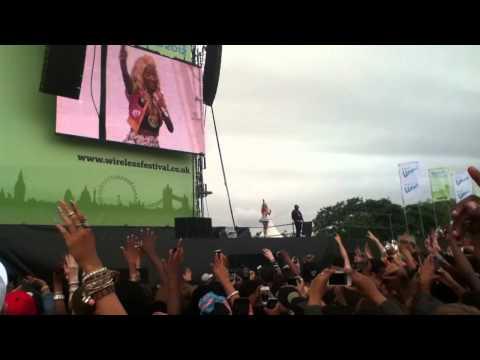 Nicki Minaj - Starships - Wireless Festival 2012