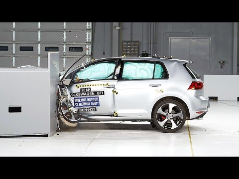 2015 Volkswagen GTI small overlap IIHS crash test
