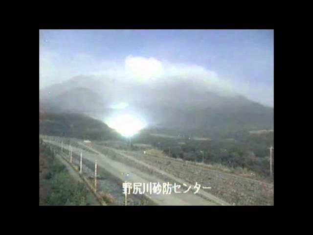UFO 2011 03 13 - Licht ~ UFO Operiert am Vulkan von Sakurajima, Japan