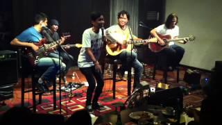 Download Lagu Float feat. Ari Lesmana - Sementara Gratis STAFABAND