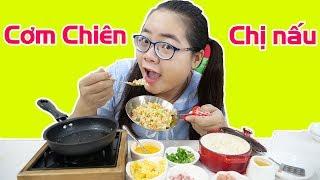 Thử Làm Cơm Chiên Dương Châu Chị Nấu Cho Em Trai | Đồ Chơi Nấu Ăn Mini
