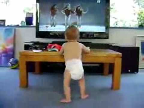 funny baby videos. funny baby imitating dancers!