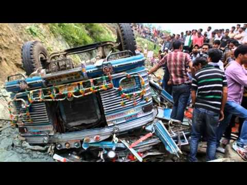 India Bus Crash Kills 17 In Kashmir
