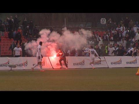 Футбольные фанаты угрожают Арбитру. Кутаков убегает от фанатов