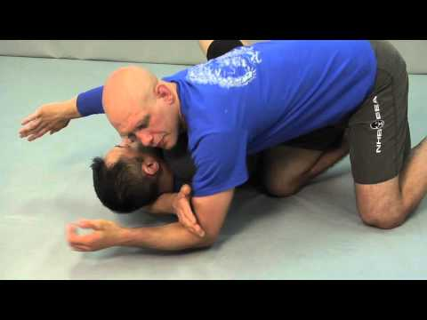How to do the Head & Arm Choke (Kata Gatame) from Mount Image 1