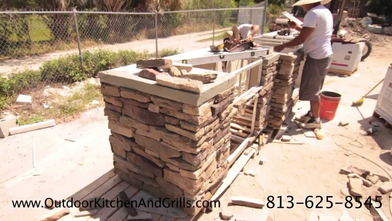 Outdoor Kitchen With Pizza Oven Cultured Stone Granite