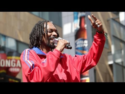 "Turbo - Snoop Dogg E3 Performance - ""Let The Bass Go"""
