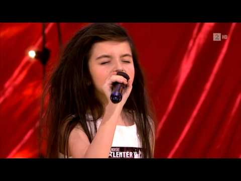 Amazing seven year old sings Gloomy SundayBilly Holiday (Angelina...