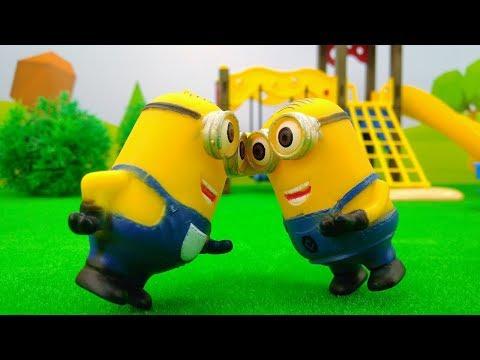 Видео с игрушками из мультика МИНЬОНЫ! Игры для детей: у миньона из #ГадкийЯ 🍌 появился ДВОЙНИК!